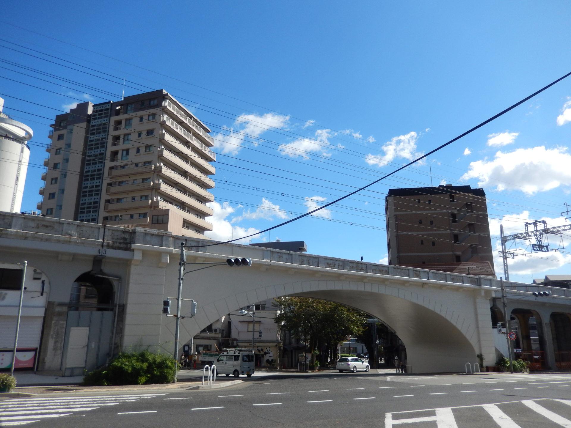 図-1 JR灘駅の北方にある灘駅前拱橋(L=25.0m)