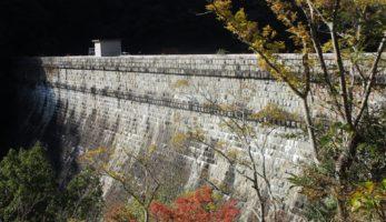 布引五本松堰堤―布引渓谷にそびえる神戸市水道の記念碑