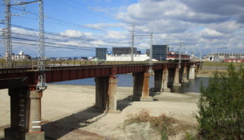 近鉄道明寺線大和川橋梁-今も現役を務める明治期の英国製鋼橋